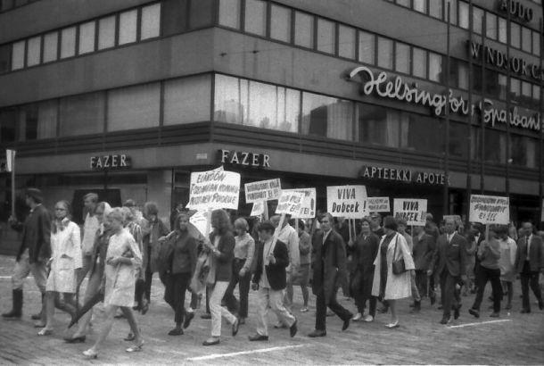 Viva Dubcek! Demonstration in Helsinki gegen die SU-Intervention (Wikipedia.de)