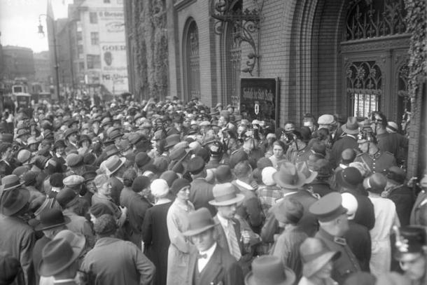 Bankenkrach in Berlin 1931 - Andrang bei der Sparkasse (Quelle: Wikipedia.de/Bundesarchiv)