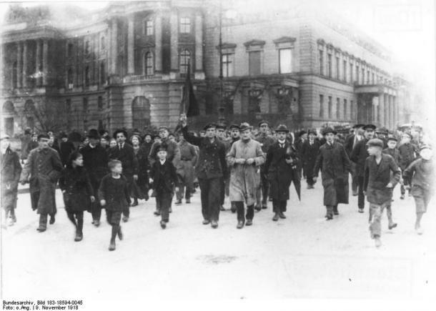 Das Geschichtsbild der deutschen Novemberrevolution 1918 bei Eberhard Kolb, Susanne Miller, Heinrich August Winkler und Helga Grebing