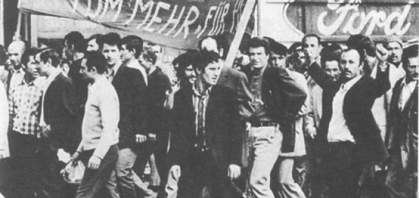 """""""Sechs bis acht Kommunisten, getarnt in Monteursmänteln"""""""