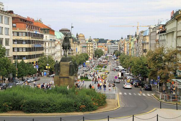 Wenzelsplatz in Prag (Quelle: Wikipedia)