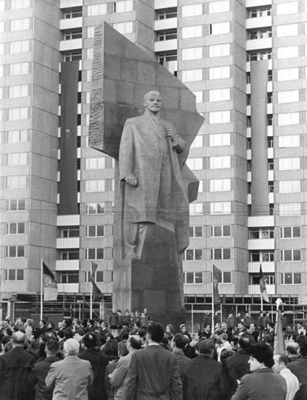 Lenin Memorial in Eastern Berlin 1970 (Source: Bundesarchiv/Wikipedia)